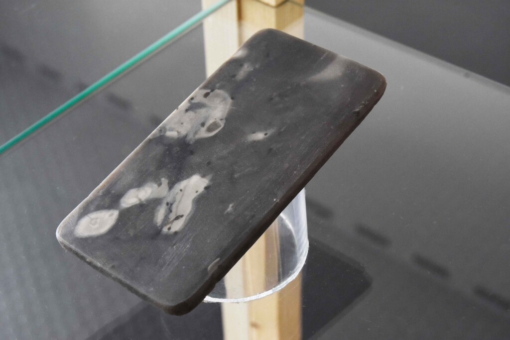 flint stone smartphone